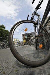 Fahrrad abgestellt vor dem Kunsthallen Cafe am Karlsplatz (1. Bezirk)