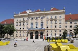Museumsquartier Innenhof mit Enzis (7. Bezirk)